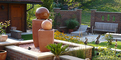 Terracottabrunnen terrakotta kugel gartenbrunnen frostbest ndig wandbrunnen springbrunnen for Gartenbrunnen kugel